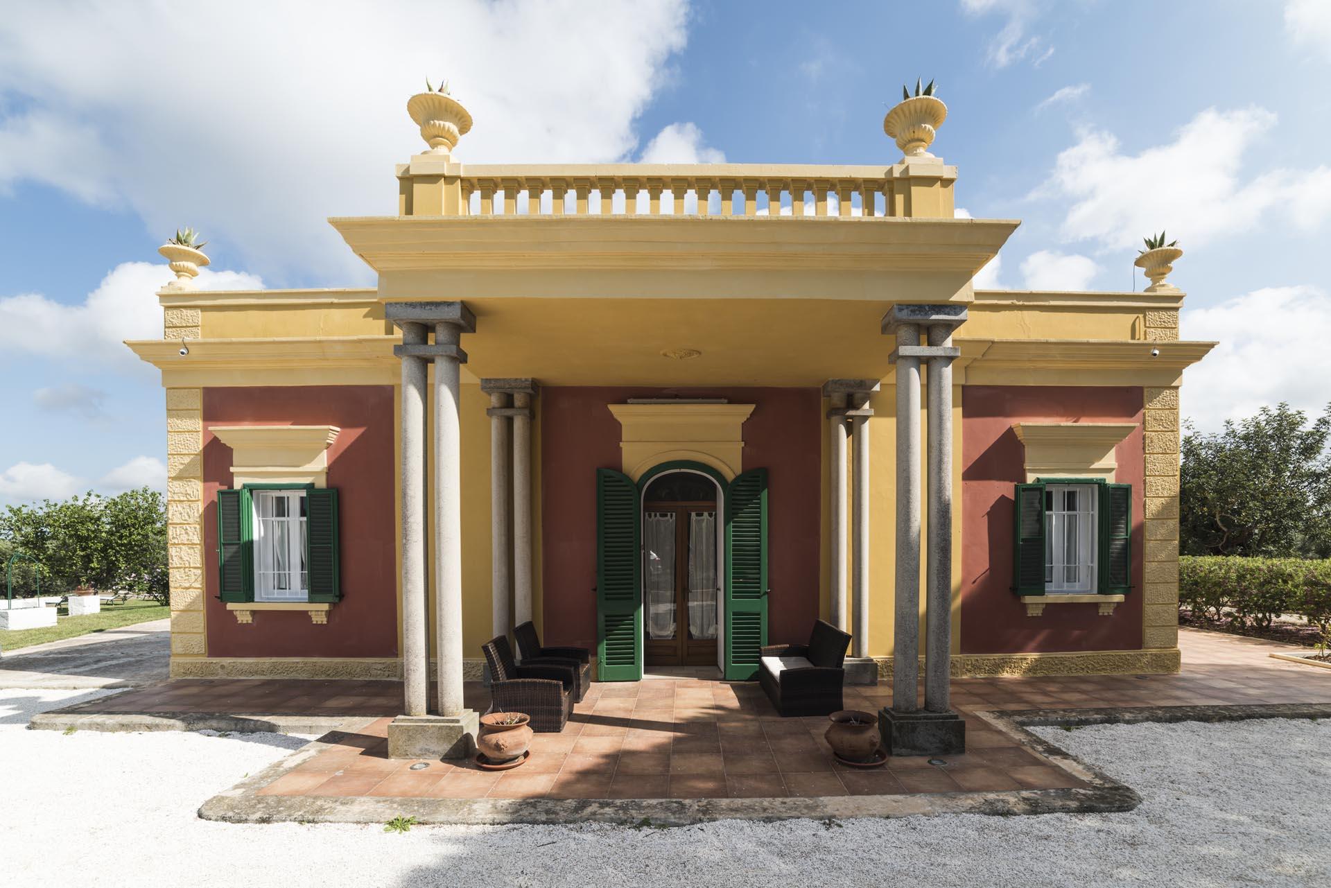 Villa don giovanni bed breakfast monopoli masseria for Case neoclassiche